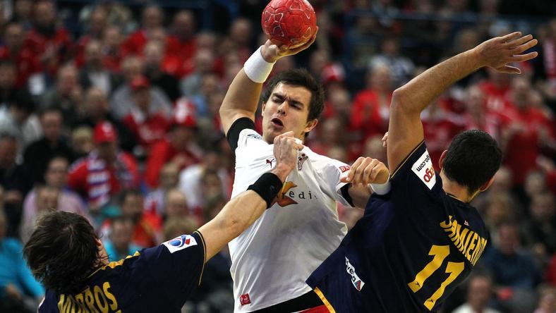 Kadr z meczu Dania - Hiszpania: Rasmus Schmidt (C)