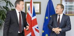 Polacy stracą zasiłki? Tusk rozmawia z Cameronem