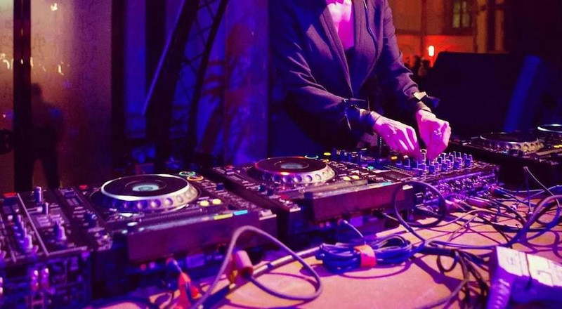 Party-goers kill DJ for playing boring songs