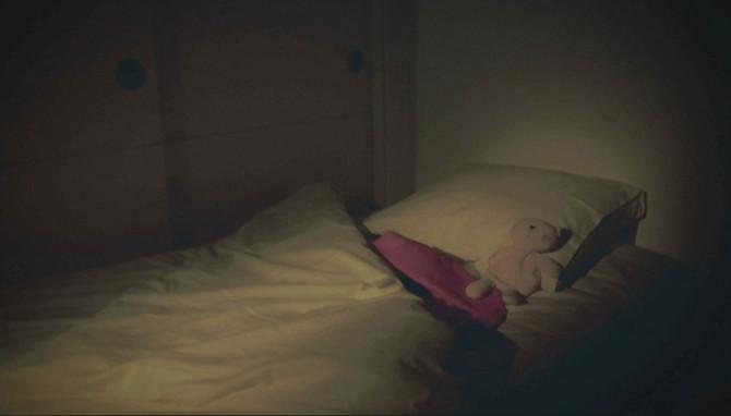 U sobi su ostali igračka i ćebence, ali devojčici se gubi svaki trag