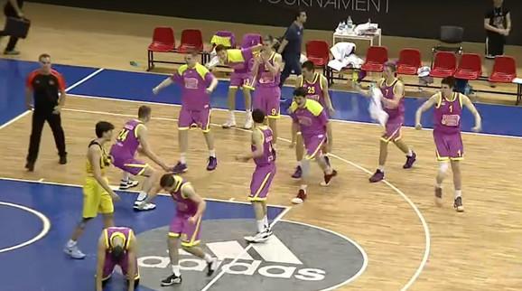 Slavlje Meginih juniora posle pobede nad Fenerbahčeom