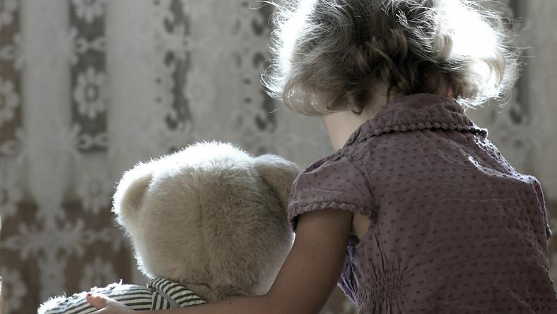 Pedofilia, skrzywdzone dziecko