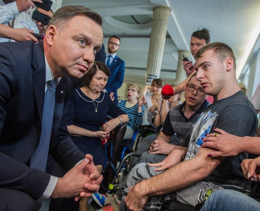 Andrzej Duda stawia się rządowi!
