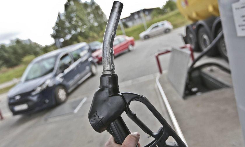 Pijany kierowca chciał zapłacić za paliwo, którego nie tankował