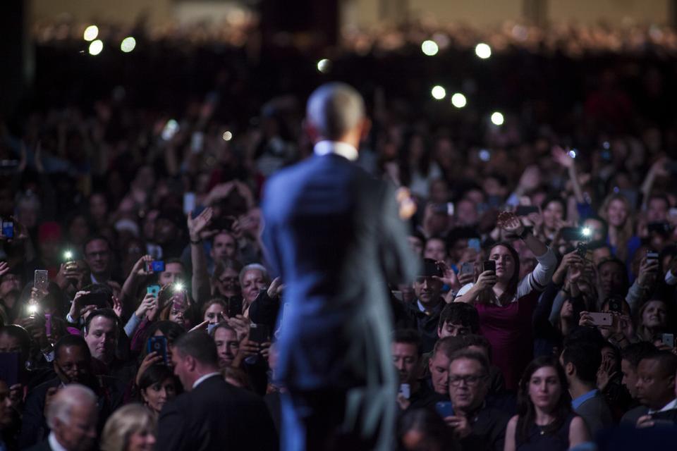 """Oświadczył, że Ameryka jest """"pod prawie każdym względem lepsza i silniejsza"""" niż była 8 lat temu gdy obejmował urząd. Swoje słynne hasło pod którym rozpoczynał swoją prezydenturę w 2008 r."""