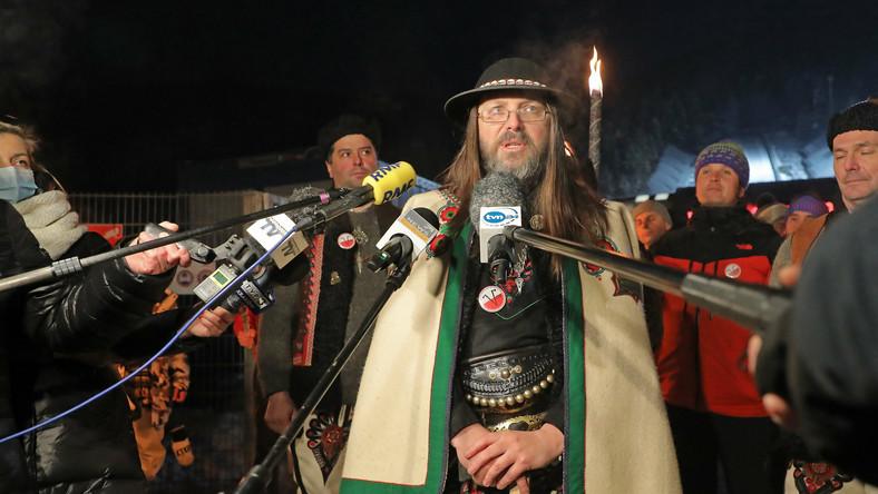 Sebastian Pitoń podczas konferencji prasowej rozpoczynającej protest górali pod hasłem '' Góralskie Weto ''