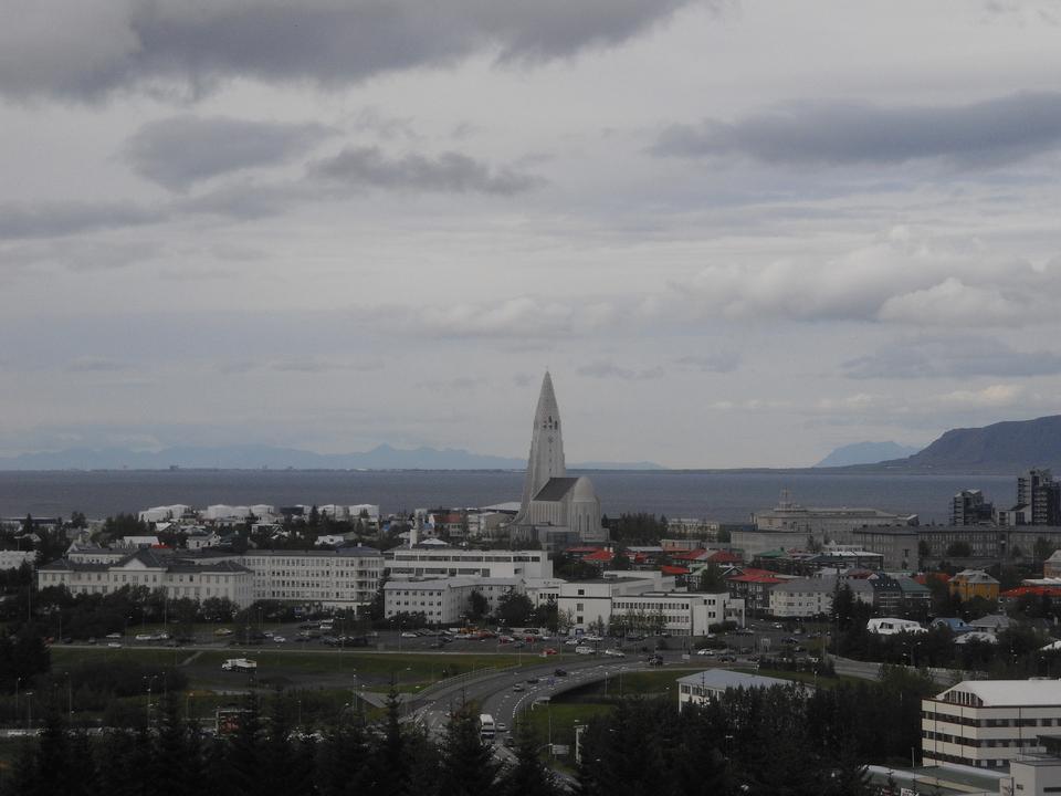 3. Islandia. Najważniejszym czynnikiem w ocenie tego kraju jest wsparcie socjalne. Tu także padł największy odsetek pozytywnych odpowiedzi na pytanie, czy ma się kogoś, na kim można polegać w kryzysowych sytuacjach.