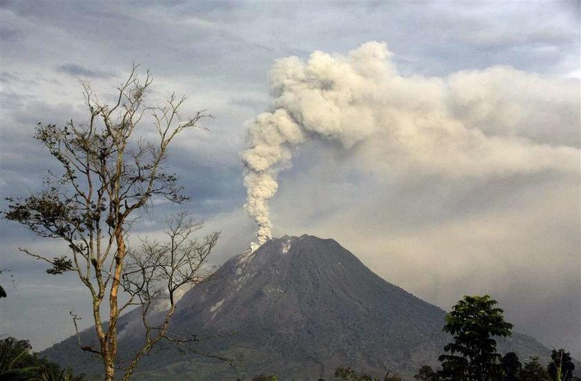 Tysiące ludzi uciekają przed wulkanem
