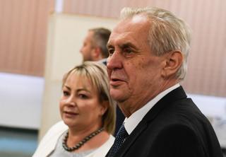 Wybory prezydenckie w Czechach: Polityczny dinozaur pokonał akademika