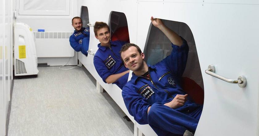 Na zdjeciu część załogi misji Lunar Expedition 1