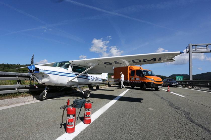 Awaryjne lądowanie samolotu na autostradzie. Kierowcy przerażeni