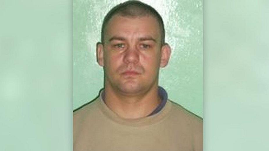 Pomorskie: Policja szuka 40-latka (fot.), który napadł na nastolatkę. Wyznaczono nagrodę