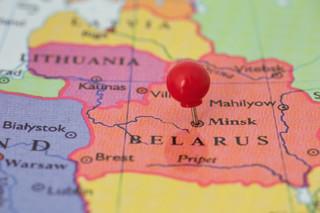 Białoruś: Opozycjonistka z kręgu Cichanouskiej oskarżona z trzech artykułów, grozi jej do 12 lat więzienia