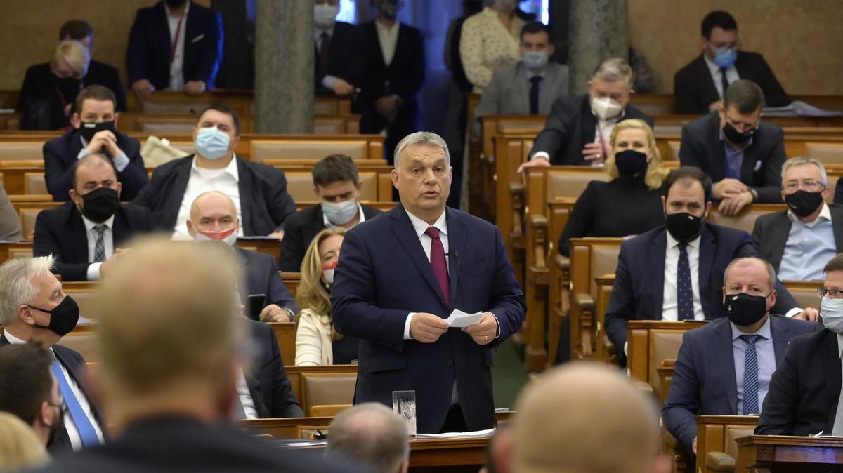 Keményen osztotta egymást Orbán és Jakab a Parlamentben - Megint kikapcsolták a jobbikos politikus mikrofonját