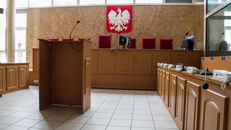 Większość oskarżonych celników została zawieszona