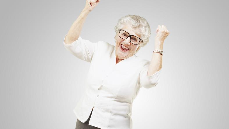 """Besse Cooper, najstarsza osoba na świecie, zmarła w wieku 116. Na pytanie, jaki jest sekret jej długiego życia, mówiła: """"Nie jem fast foodów i nie robię niczego wbrew sobie"""" - czytamy w """"Daily Mail"""", który opublikował aż 50 naukowych sposobów na przedłużenie życia. Oto niektóre z nich"""