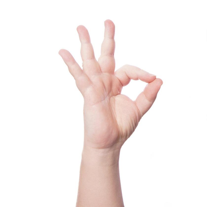 Tzw. gest kółka ma naprawdę wiele różnych znaczeń.
