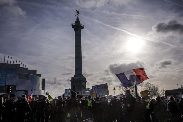 We Francji trwają strajki przeciw planowanej reformie systemu emerytalnego