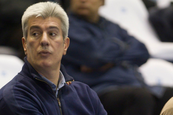 """Nekom """"majice sa likom"""", a nekom ni """"crni flor"""": Kako se KK Partizan """"ZAHVALIO"""" Milenku Savoviću za 44 godine vernosti!"""