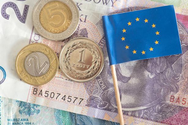 Dużym obciążeniem polskiej pozycji negocjacyjnej jest propozycja uwarunkowania wypłat z unijnej kasy przestrzeganiem zasad praworządności