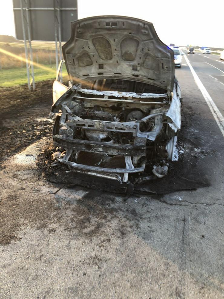 izgoreo automobil autoput novi sad beograd