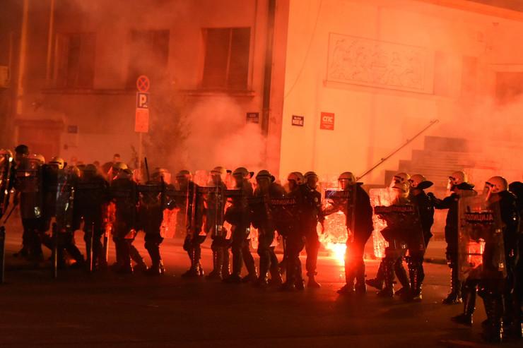 Protest, Novi Sad, paljenje Gradske kuće