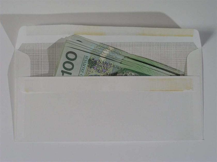 Sędziowie znów dostają kasę w kopertach!