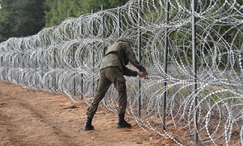 Przy granicy z Białorusią znaleziono ciała trzech migrantów.