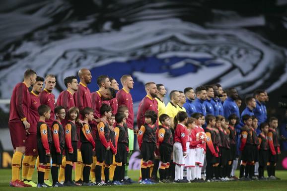 Detalj pre početka utakmice između Porta i Rome