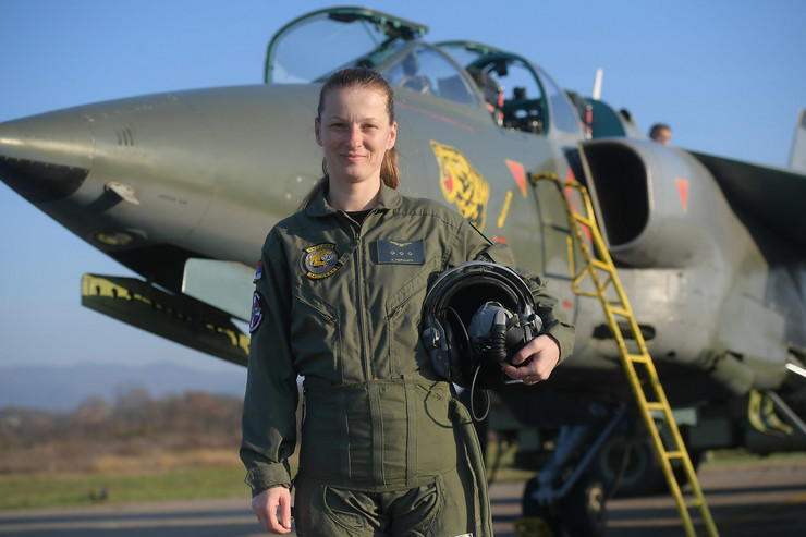 Ana Perišić pilot