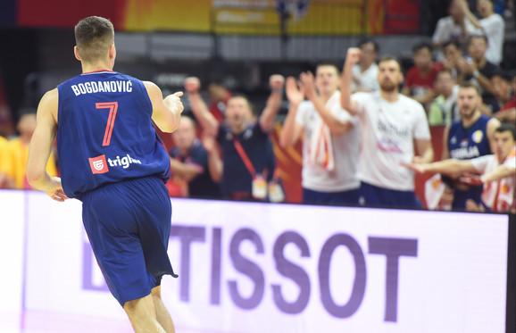 Bogdanović slavi pogodak na meču sa Angolom