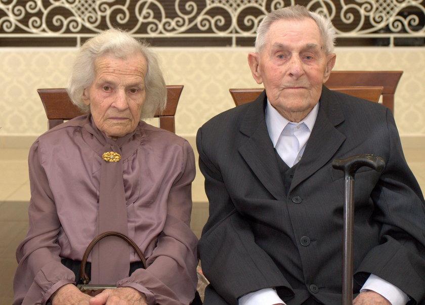 Bierzmy przykład z tej pary. Są razem od 77 lat!