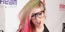 Avril Lavigne eksperymentuje z włosami