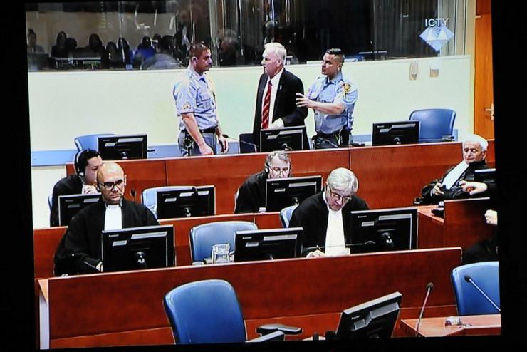 ratko mladić suđenje izbacivanje02 foto Anadolija Nihad İbrahimkadic