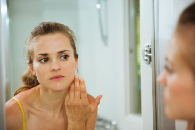 Melazma se pojavljuje na fotoeksponiranim delovima tela, prvenstveno centralnim delovima lica