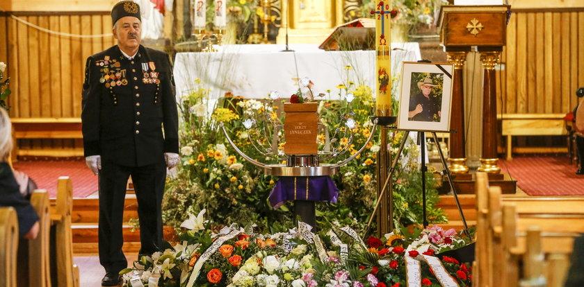 Pogrzeb Jerzego Janeczka. Msza odbyła się w drewnianym kościele z XVIII wieku