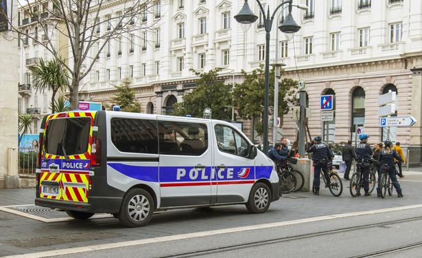 Według belgijskiej prokuratury federalnej nic nie wskazuje, by napastnikiem był Belg; tożsamość sprawcy strzelaniny nie została jeszcze potwierdzona.