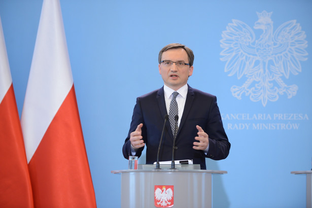 Minister sprawiedliwości Zbigniew Ziobro podczas konferencji prasowej po posiedzeniu rządu.