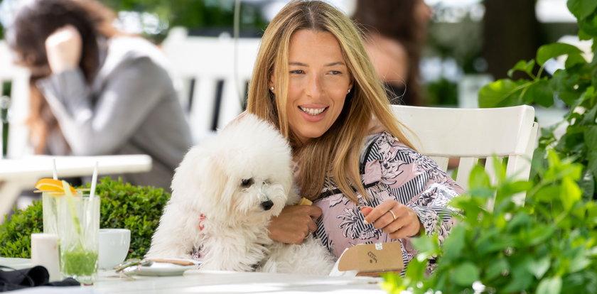 Ewa Chodakowska świętuje otwarcie ogródków restauracyjnych w swoim ulubionym lokalu.  [WIDEO]