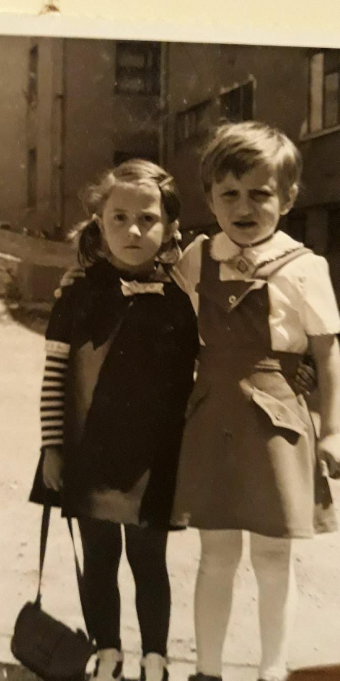 Vanja sa sestrom Natašom u Sarajevu