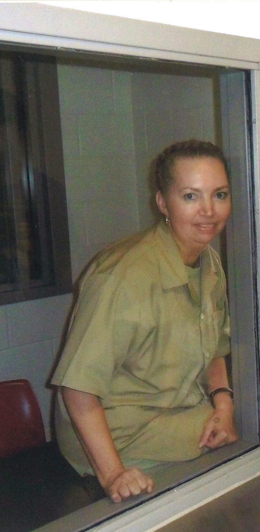 Wycięła dziecko z łona koleżanki. Sąd wstrzymał jej karę!