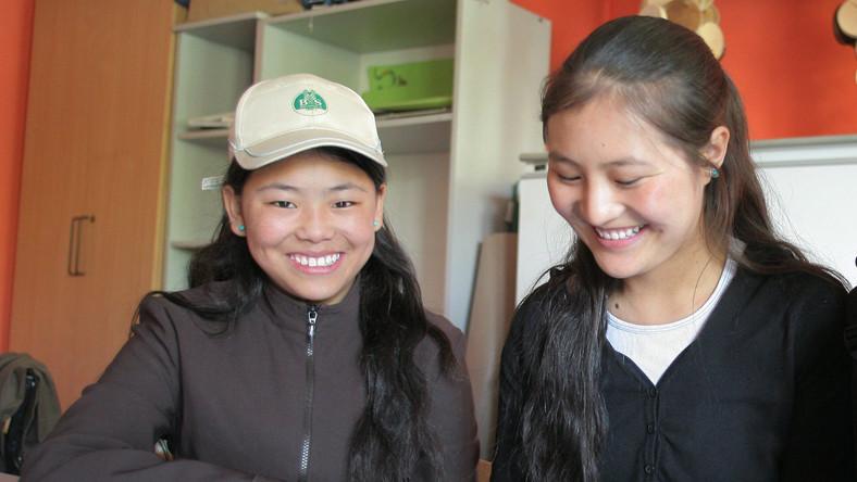Tybetańskie nastolatki Sonam i Lodrolma