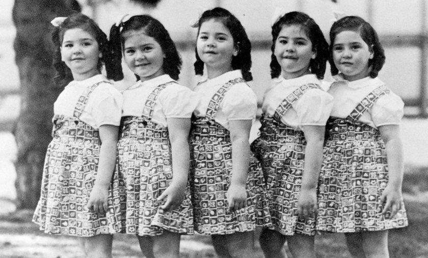 Pięcioraczki Dionne przez lata musiały zawsze chodzić identycznie ubrane i uczesane.