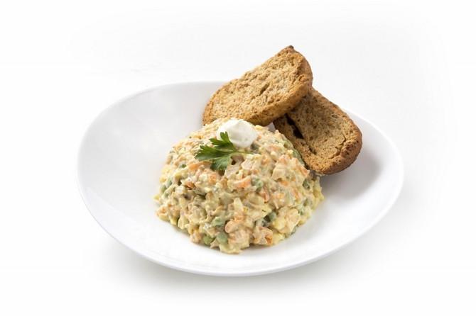 Bakina i mamina ruska salata mogu da budu dostižne