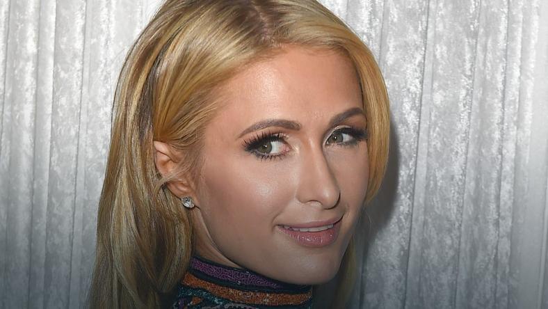 Paris Hilton z partnerem na imprezie