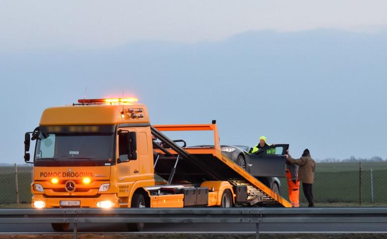 Limuzyna BMW z prezydentem Andrzejem Dudą wypadła z autostrady
