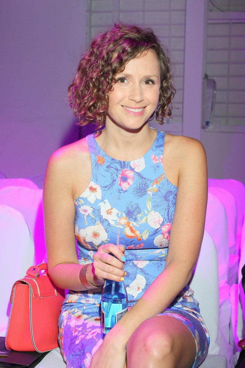 uśmiechnięta Monika Mrozowska