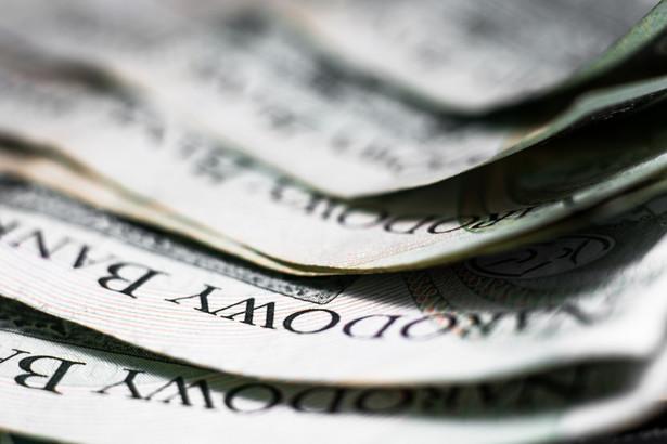 W roku, w którym gospodarka kurczy się o 2,8 proc. PKB w porównaniu z poprzednim, dochody podatkowe rosną o 3 mld zł