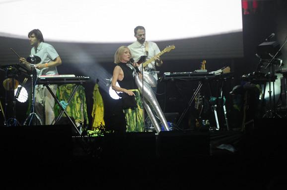 Irska pop zvezda nastupila je uz podršku benda