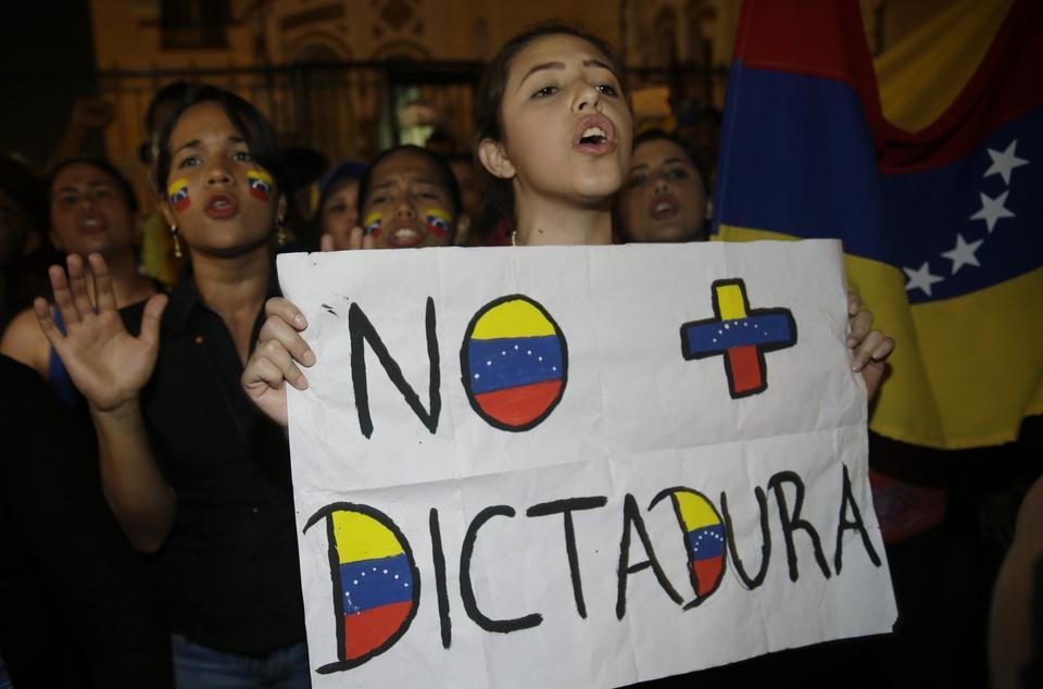 Bank Światowy już wyraził gotowość w udzieleniu Wenezueli pomocy, zarówno finansowej, jak i doradczej, ale tylko jeśli rząd o taką pomoc poprosi.